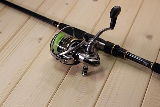 堤防で釣りするならリールにおまもり君はつけとこう。