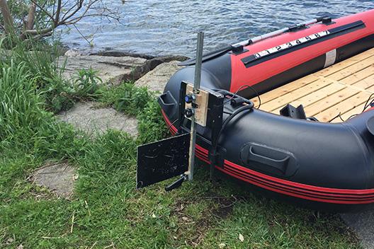 ゴムボートのカスタム、直進性の向上にラダーは自作で。