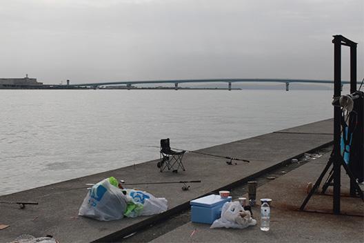 神戸ポーアイ沖堤防