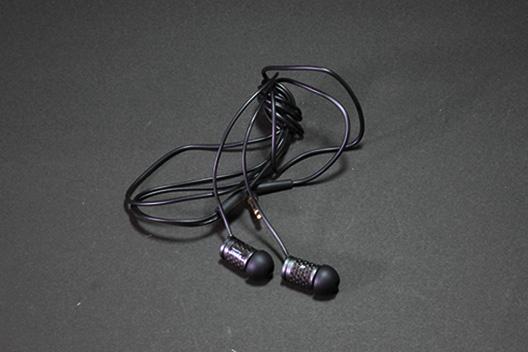 安くて音質の良いイヤホン、ZERO AUDIOがおすすめかも。
