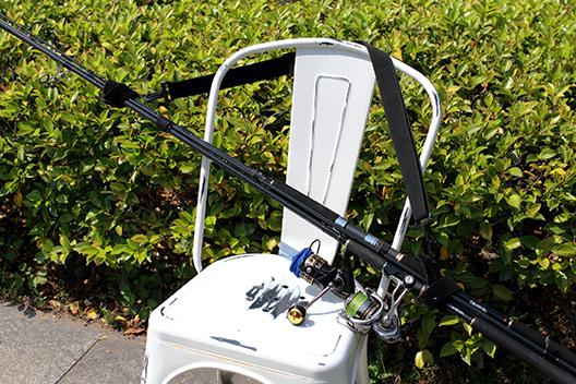 釣り場へのロッドの持ち運びにロッドキャリーショルダーベルトが使いやすい。